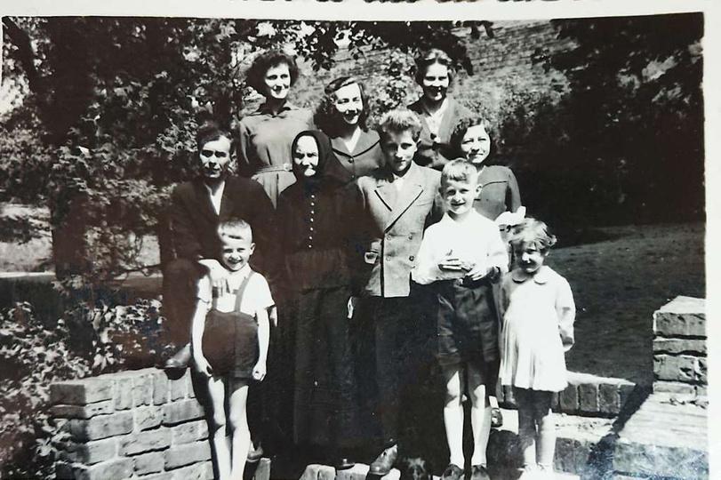 Maj 1958. Dzień Pierwszej Komunii Zygmunta Andrzejewskiego (drugi od prawej, pie..., stare zdjęcia -