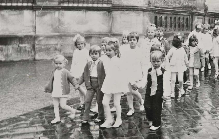 22.05.1974 rok, przedszkolaki z Ostrzeszowa na pielgrzymce w Częstochowie., stare zdjęcia -
