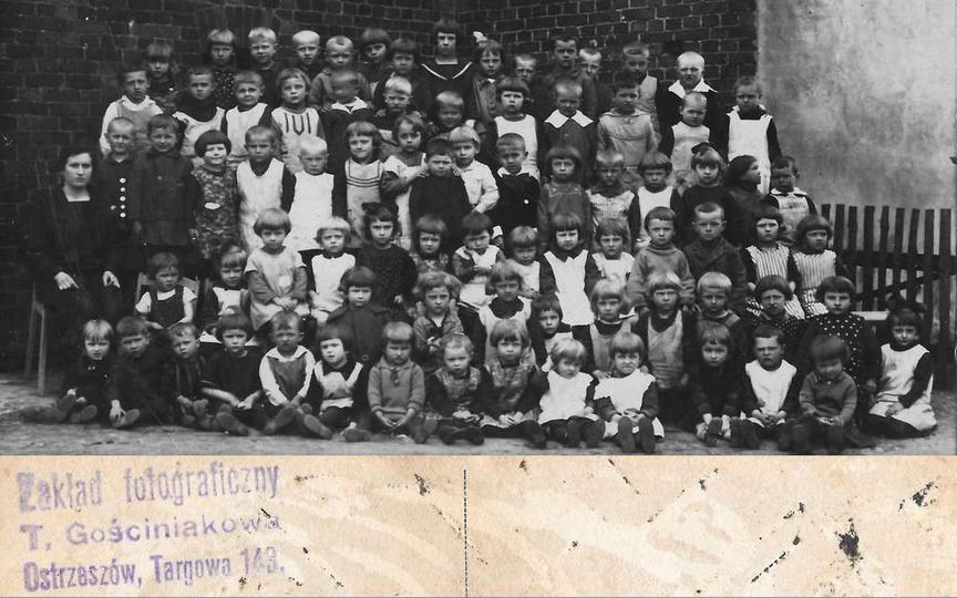 Ok. 1926 roku, prawdopodobnie ochronka -przedszkole przy ulicy Ogrodowej (Daszyń..., stare zdjęcia -