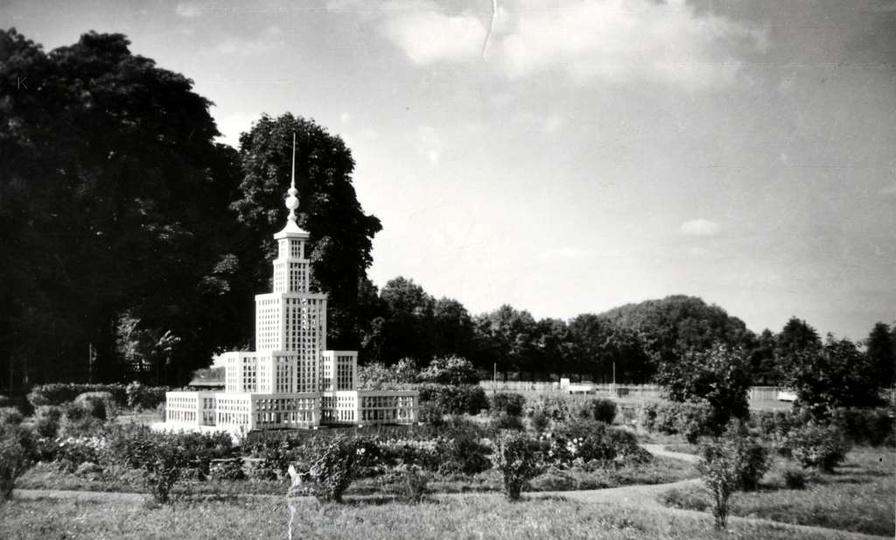 Ostrzeszów 1959 rok, makieta PKiN. Foto A.Rabiega, stare zdjęcia -