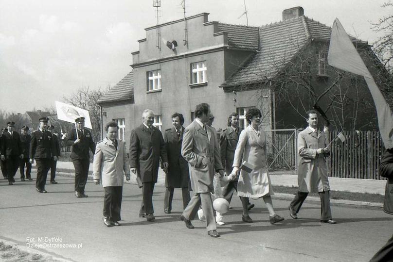 Fabryka Urządzeń Mechanicznych w Ostrzeszowie. 1 maja 1976, ulica Łąkowa (po pr..., stare zdjęcia -