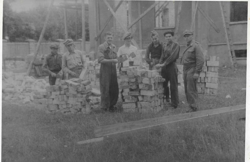 Przełom lat 40 i 50-tych. Odbudowa budynku internatu ks Salezianów (obecnie ZS n..., stare zdjęcia -
