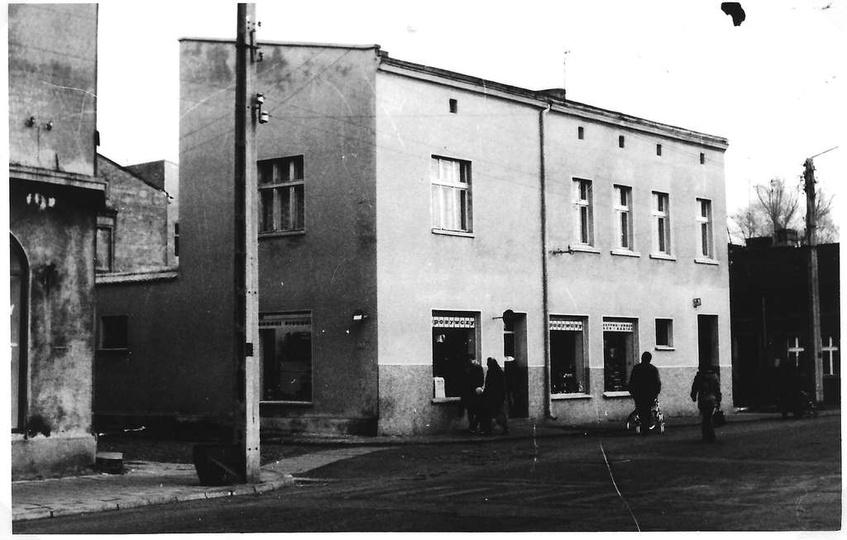 Lata siedemdziesiąte, sklep spożywczy (PSS?) w kamienicy przy ul. Daszyńskiego 1..., stare zdjęcia -