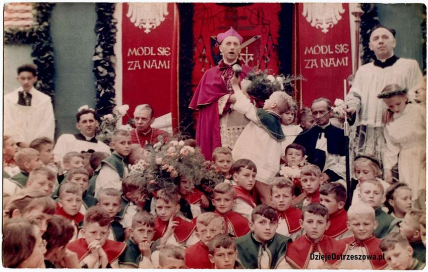 12.06.1962 rok, wizyta ks. arcybiskupa Antoniego Baraniaka w Ostrzeszowie. Udało..., stare zdjęcia -