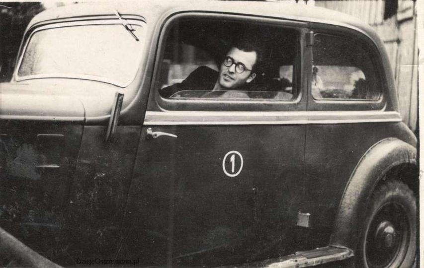 Lata pięćdziesiąte, ostrzeszowska taksówka z numerem pierwszym. Właścicielem był..., stare zdjęcia -