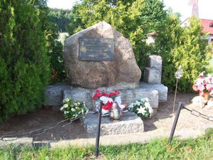 Wygoda Tokarska, obelisk ku czci żołnierzy AK, stare zdjęcia -
