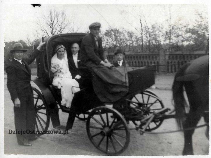 27 kwietnia 1935 roku, ulica Zamkowa. W tyle widoczne ogrodzenie ewangelickiego ..., stare zdjęcia -