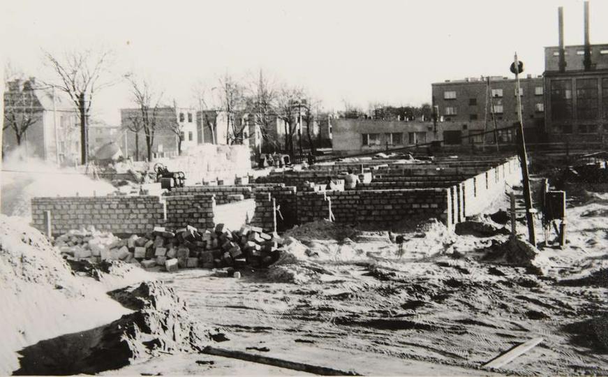 Osiedle M. Nowotki (Zamkowe) W dniu 8 grudnia 1972 roku rozpoczęto budowę bloku..., stare zdjęcia -