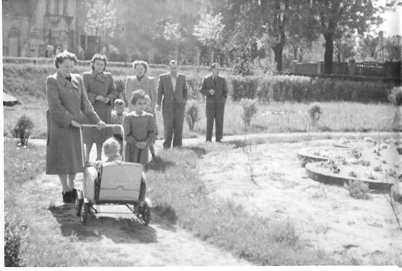 Maj 1954 roku, skwer przy ulicy Boh. Stalingradu (Zamkowej) obecnie zlokalizowan..., stare zdjęcia -