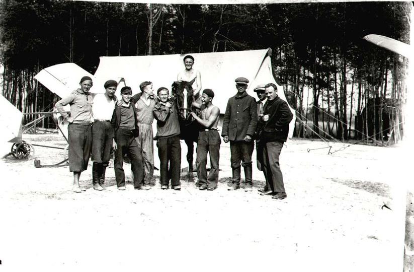 Szkolenie pilotów szybowcowych, Bałczyna lipiec 1933 r. Szybowce po wciągnięci..., stare zdjęcia -