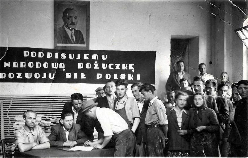 """Spółdzielnia pracy """"Stolarz"""" przy ulicy Kolejowej. Zakup obligacji w ramach Nar..., stare zdjęcia -"""