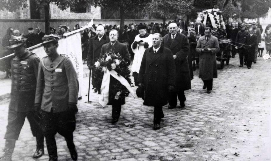 9 listopada 1938 rok pogrzeb Walentego Śliwińskiego właściciela browaru przy uli..., stare zdjęcia -