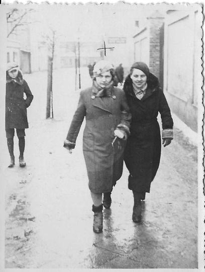 23 lutego 1936 roku, ulica Kolejowa. Na zdjęciu pani Maria Chudek z d. Dolata (o..., stare zdjęcia -