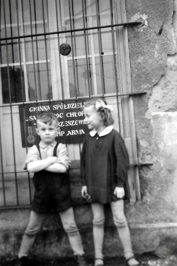 Lata pięćdziesiąte, Borek 2. W tym budynku znajdował się gręplarnia Gminnej Spół..., stare zdjęcia -