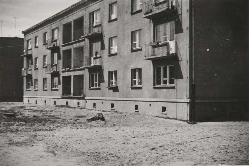 Osiedle M. Nowotki (Zamkowe) Blok mieszkalny nr 13 na 18 rodzin, dwupiętrowy. B..., stare zdjęcia -