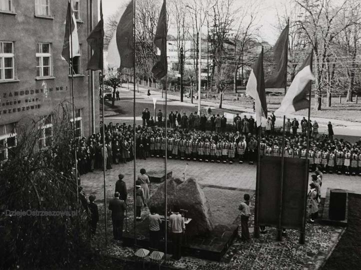 Październik 1977 rok, 25 -lecie Zespołu Szkół Zawodowych nr 1 im. Powstańców Wie..., stare zdjęcia -