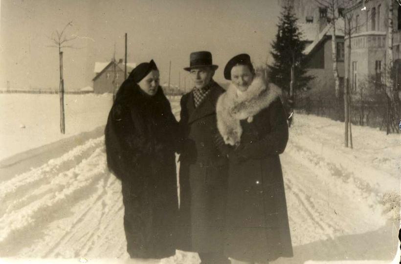 Lata trzydzieste, ulica Piastowska. Kolejna cudowna fotografia podarowana przez ..., stare zdjęcia -