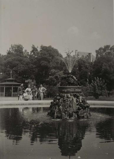 Park miejski, lata trzydzieste, dobrze widoczna drewniana altanka. Ze zbiorów r..., stare zdjęcia -