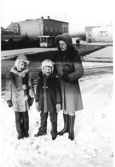 Styczeń 1973 roku. Skrzyżowanie ulic: Łąkowej i Wieluńskiej. Widoczny, zlikwidow..., stare zdjęcia -