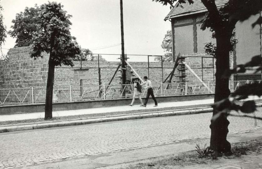 Lata siedemdziesiąte, ulica Boh. Stalingradu (Zamkowa), budowa pawilonu Zakładu ..., stare zdjęcia -