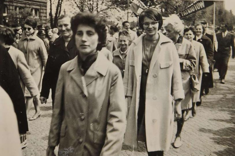 1 maja, początek lat sześćdziesiątych, ulicą Boh. Stalingradu maszerują pracowni..., stare zdjęcia -