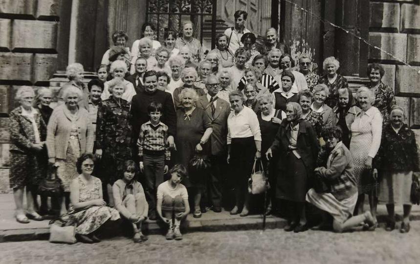 Wycieczka do Krakowa pań z Klubu Seniorek przy Samorządzie Mieszkańców nr 4, 198..., stare zdjęcia -
