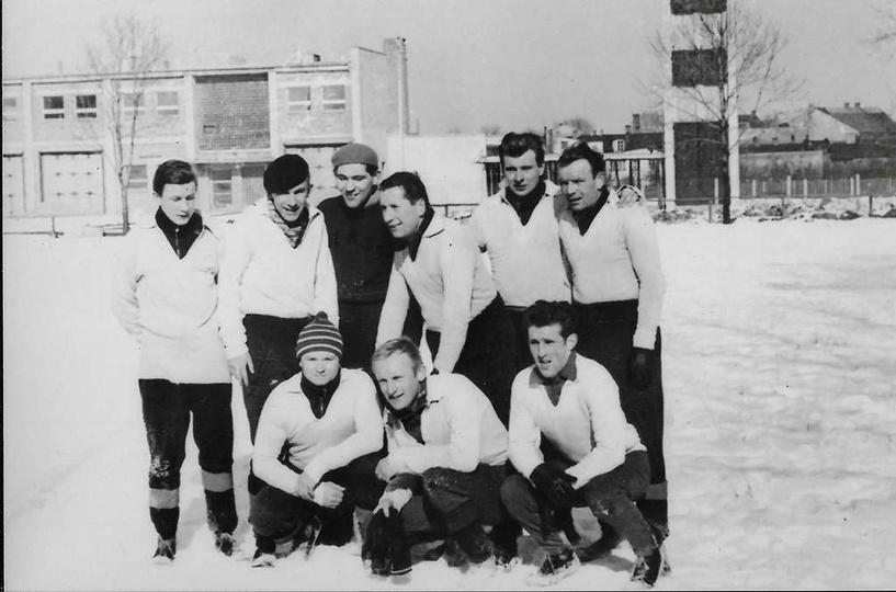 Koniec lat sześćdziesiątych, boisko przy gazowni. Piłkarze KS Piast Ostrzeszów, ..., stare zdjęcia -