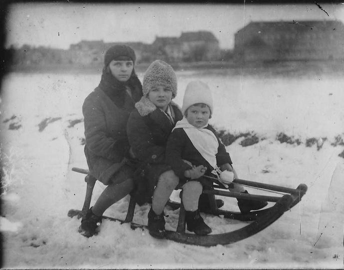Jadzia, Tadziu i Edziu, grudzień 1931 roku, Ostrzeszów. Tak podpisana jest ta cu..., stare zdjęcia -