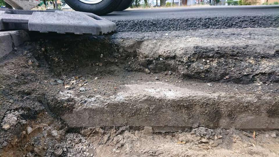 11.07.2019- remont drogi krajowej nr 11 na odcinku miasta Ostrzeszów. Budowa le..., stare zdjęcia -