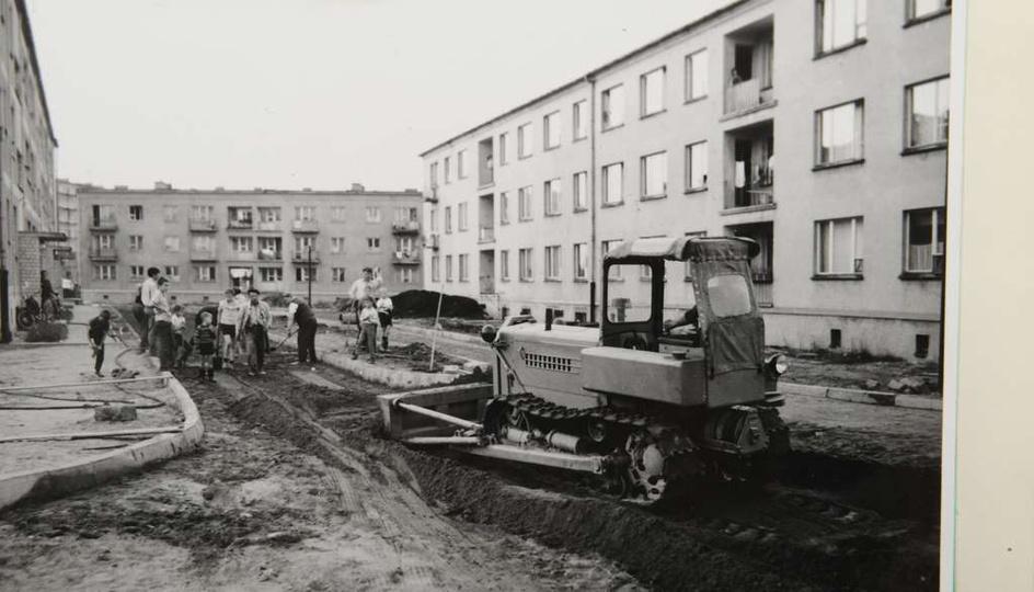 Chodniko-jezdnie zostały całkowicie wykończone i oddane do użytku w październiku..., stare zdjęcia -