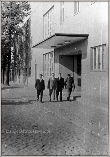 Koniec lat pięćdziesiątych, ulica Piastowska. Budynek kina LOTNIK, krótko po gru..., stare zdjęcia -
