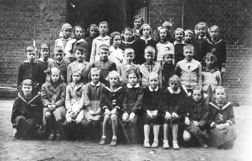 Szkoła Podstawowa nr 1, rok 1960, klasa trzecia. Szkoła miała swoją siedzibę w b..., stare zdjęcia -