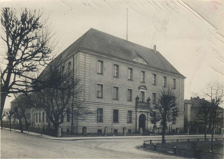 Lata pięćdziesiąte, Prezydium Powiatowej Rady Narodowej w Ostrzeszowie. Budynek ..., stare zdjęcia -