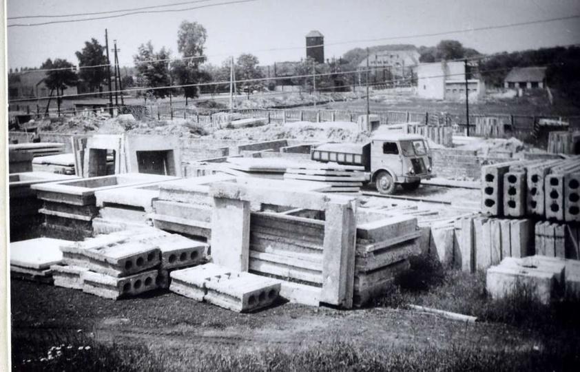 Rok 1962 rozpoczyna się budowa Szkoły Podstawowej nr 1. Szkołę wznoszono w ramac..., stare zdjęcia -