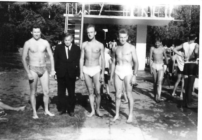 Ostrzeszowski basen, lata sześćdziesiąte. Pierwszy z lewej: Zbigniew Karwacki, k..., stare zdjęcia -