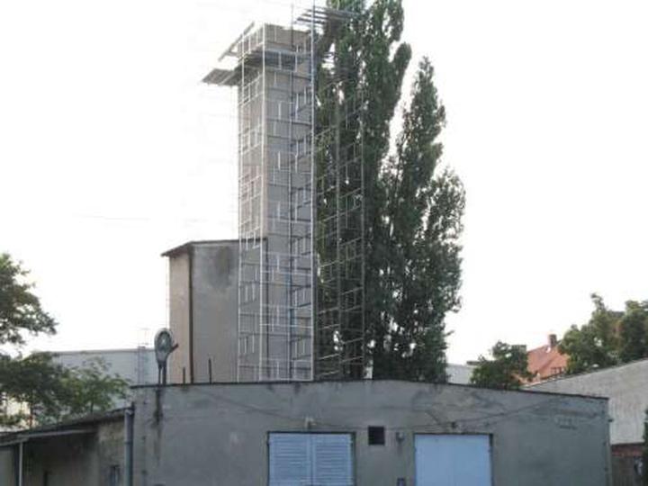 Rozbiórka (chyba) komina starej kotłowni przyszpitalnej - 8 lipca 2009, stare zdjęcia -
