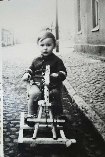 Rok 1966. Ulica Chmielna, dalej plac Borek... Na koniku siedzi Dariusz Szymańsk..., stare zdjęcia -