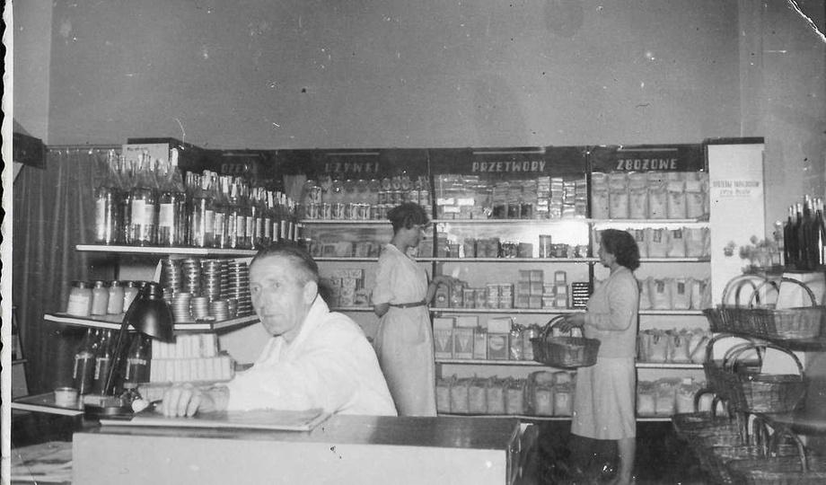 Lata sześćdziesiąte, samoobsługowy sklep spożywczy przy ulicy Boh. Stalingradu, ..., stare zdjęcia -