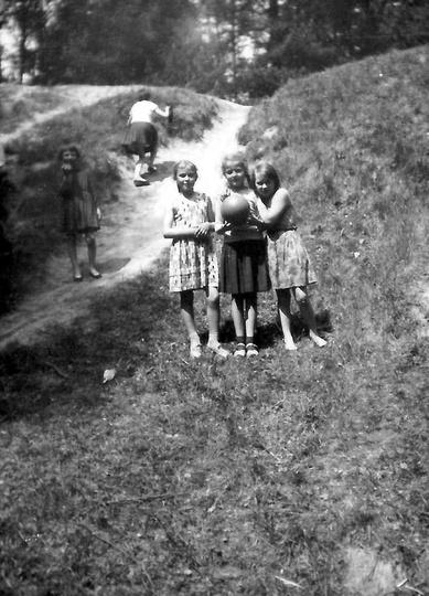 Rok 1961, wycieczka klasy IV B ze Szkoły Podstawowej nr 1 (mieściła się w dawnej..., stare zdjęcia -