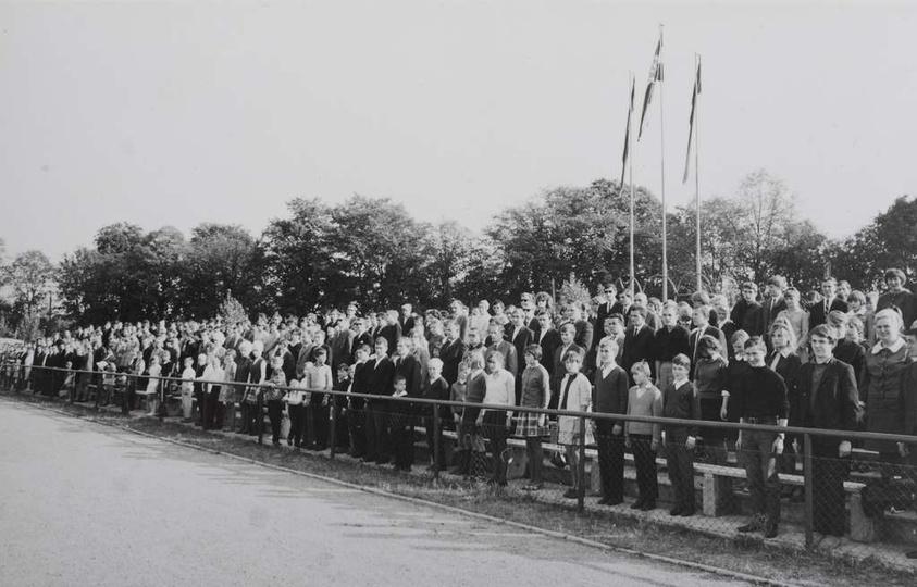 Koniec lat sześćdziesiątych, pełne trybuny na stadionie miejskim, prawdopodobnie..., stare zdjęcia -
