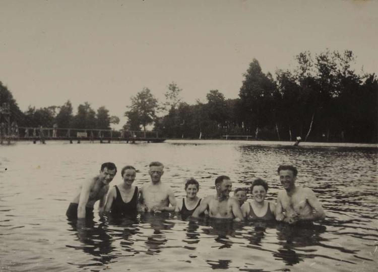Ostrzeszowski basen, prawdopodobnie koniec lat czterdziestych. Dobrze widoczny d..., stare zdjęcia -