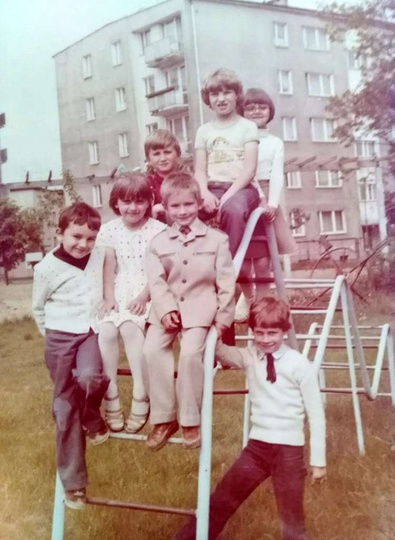Osiedle M. Nowotki (Zamkowe). Lata osiemdziesiąte, plac zabaw za przedszkolem (..., stare zdjęcia -