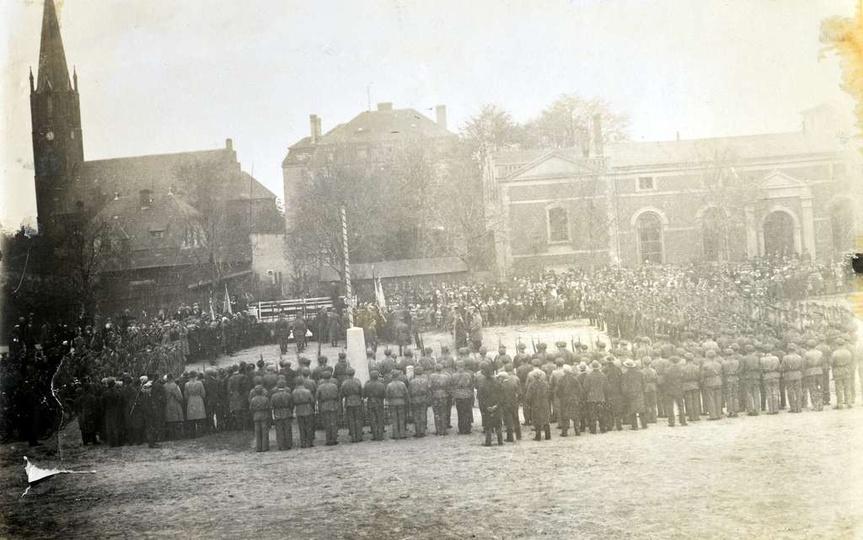 Rok 1931, plac Borek. Poświęcenie sztandaru ostrzeszowskiego Związku Strzeleckie..., stare zdjęcia -