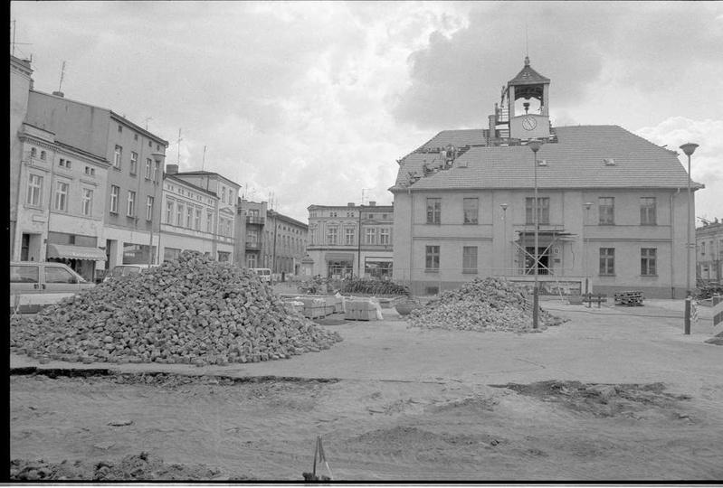 Przebudowa rynku i remont ratusza w roku 1996. Zdj. Grzegorz Kosmala., stare zdjęcia -