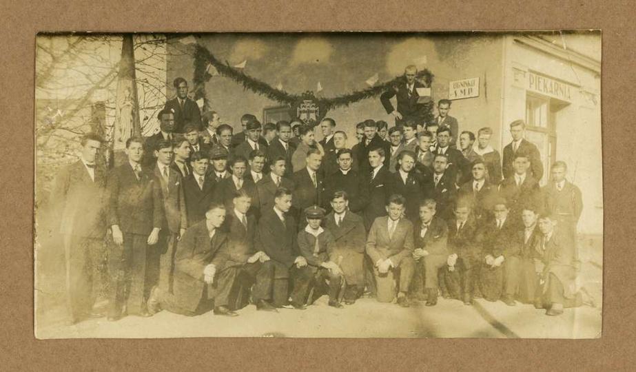 Stowarzyszenie Młodzieży Polskiej w Ostrzeszowie. Ok. 1930 roku, członkowie Sto..., stare zdjęcia -