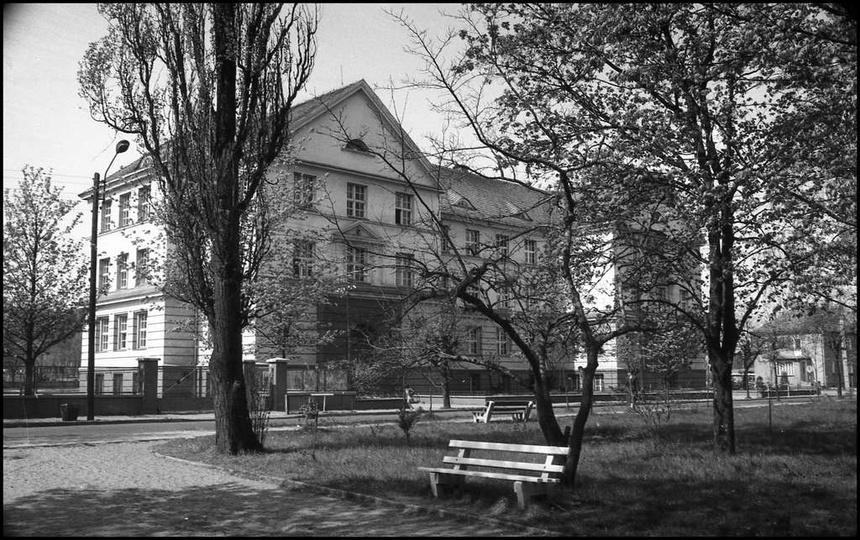 Szkoła Podstawowa nr 2, rok 1983. Zdj. Cz. Bojszczak, stare zdjęcia -