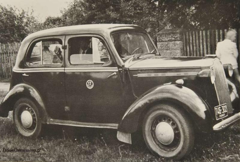 Lata pięćdziesiąte, ostrzeszowska taksówka z numerem 17 i rejestracją T46-302 Po..., stare zdjęcia -