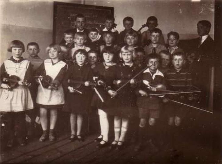Zajęcia muzyczne - Szkoła Podstawowa /ćwiczeniówka/ - Ostrzeszów ul.Zamkowa - ok..., stare zdjęcia -