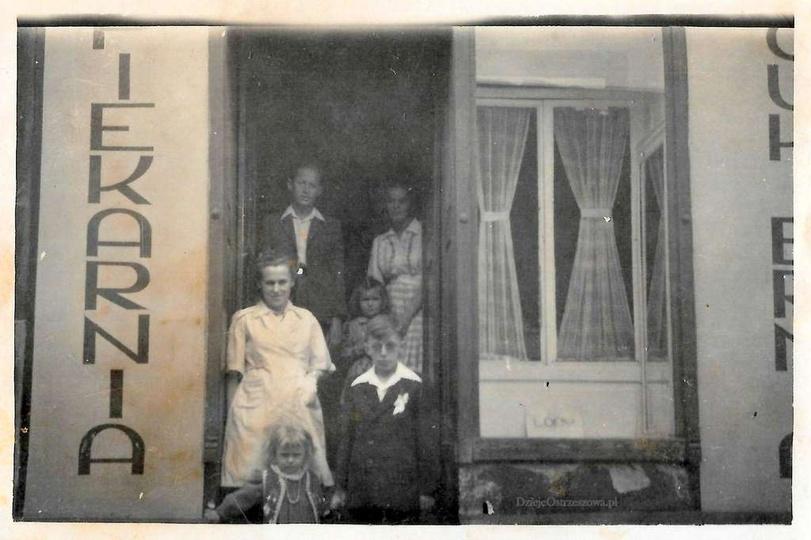 Rok 1950, piekarnia i cukiernia Stefana Hazubskiego przy ulicy Powstańców Wielko..., stare zdjęcia -