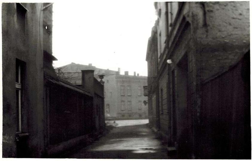 Koniec lat siedemdziesiąty, ulica Chmielna i widok na plac Stawek. Po prawej bra..., stare zdjęcia -